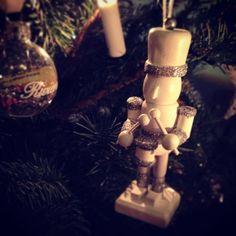 Juletreet skal snart ned, veldig klar for 2016. Det blir et spennen år Godt nyttår#Christmastree#Christmas#Happynewyear#2016#Utiverden#2015erover#Housedoctor#Interior#Myhome#TheGuard