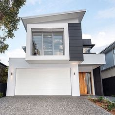 Sleek and modern. Love this look by Kalka Homes in Brisbane. in 202 Sleek and modern. Love this look by Kalka Homes in Brisbane. Townhouse Exterior, Modern Townhouse, House Front Design, Modern House Design, Facade Design, Exterior Design, Brisbane, Small House Exteriors, Model House Plan