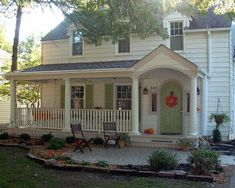 Landscape Design around Farmhouse Front Porch Landscaping and Front Porch Ideas to Add the Wow Factor Landscape Design around Farmhouse Front Porch. Do you want to make your front porch look inviti… Front Porch Addition, Front Porch Design, Porch Designs, Yard Design, Roof Design, Small Front Porches, Farmhouse Front Porches, Country Porches, Front Porch Furniture