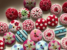 Colourful printed round wooden sewing craft buttons 15mm - 20 buttons