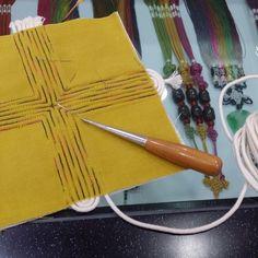 전통색실누비 버선본집(쌈지 이벤트) Korean Crafts, Kantha Stitch, Thread Painting, Types Of Craft, Traditional Quilts, Korean Art, Fabric Squares, Fabric Manipulation, Hand Embroidery