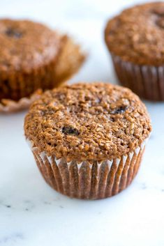 Delicious and easy bran muffins recipe packed with wheat bran, plump raisins and applesauce. Cupcakes, Peach Muffin Recipes, Raisin Bran Muffins, Bran Muffins With Raisins, Pan Comido, Peach Muffins, Raisin Recipes, Healthy Pumpkin, Healthy Muffins