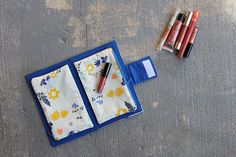 Easy Make-Up Clutch | Sew Mama Sew | Outstanding sewing, quilting, and needlework tutorials since 2005.