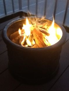 DIY fire pit, now is the time do this, pots are cheap! 2 Pin or not 2 Pin: Apartment Sized fire pit Easy Fire Pit, Small Fire Pit, Clay Flower Pots, Clay Pots, Apartment Balconies, Low Maintenance Garden, Small Patio, Diy Projects To Try, Backyard Landscaping