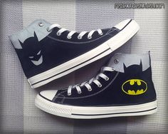 Batman Converse Shoes are the best shoes and perfect gifts for any Batman fan. These shoes are hand painted on authentic converse shoes and specially Mode Converse, Batman Converse, Converse All Star, Converse Shoes, Batman Shoes, Shoes Sneakers, Converse Trainers, Shoes Sandals, Estilo Geek