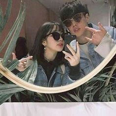 Ulzzang couples discovered by ✿𝐑𝐨𝐰𝐞𝐧𝐚 𝐑𝐚𝐯𝐞𝐧𝐜𝐥𝐚𝐰✿ Couple Ulzzang, Ulzzang Korean Girl, Couple Aesthetic, Korean Aesthetic, Cute Couples Goals, Couple Goals, Korean Best Friends, Korean Couple, Cute Korean