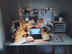 Imagen de study, room, and desk Uni Room, Dorm Room, Casa Top, College Packing Lists, College List, Appartement Design, Desk Inspiration, Desk Inspo, Study Space