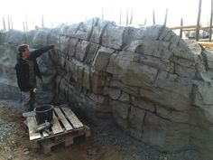 Gallery Construction projects of Houthoff Zoo Design all over the world. Different kind of art trees, shotcrete walls, bricks and shotcrete caves. Concrete Sculpture, Rock Sculpture, Cement Art, Concrete Art, Fake Stone, Stone Art, Faux Rock Walls, Terrarium, Foam Carving
