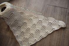 Realizziamo insieme questo elegante scialle a uncinetto in cotone con ventagli e trafori. Clicca sulla foto per lo schema.