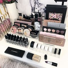 SONGMICS Makeup Train Case with Mirror and Brush Pot Portable Moire Pattern Cosmetic Storage Organizer with 1 Removable Tray Black - Cute Makeup Guide Makeup Guide, Makeup Kit, Makeup Brushes, Makeup Geek, Beauty Makeup, Makeup Organizing Hacks, Makeup Organization, Makeup Hacks, Make Up Palette