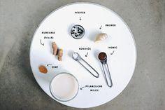 Goldene Milch. Der Kurkuma Power Drink gibt dir den ultimativen Energiekick und ist das neue It-Getränk. Golden Milk ist vegan, gesund und mega lecker!