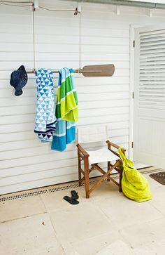 pour etendre les serviettes sur les terrasses !A NAUTICAL STYLE SUMMER HOME   the style files