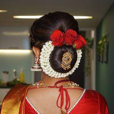 Indian Bun Hairstyles, Indian Wedding Hairstyles, Bride Hairstyles, Cool Hairstyles, Bridal Hair Buns, Bridal Hairdo, Bridal Photoshoot, Hair Brooch, Hair Upstyles