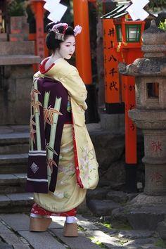 Maiko Miyagawa-cho at Shrine Tatsumi