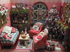 again overwhelming...but I like the Cmas mood it sets. Miniatures by Sandra