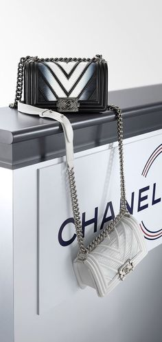 "Chanel ""Must have"""
