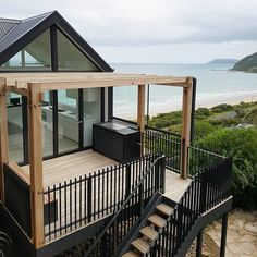 Sweeping coastal views, towering glass windows and Linea weatherboard - have nailed the modern coastal look! Head to the link in our bio to read how to get the modern coastal look for your home! Modern Exterior, Exterior Design, Architecture Design, Weatherboard House, Dome House, Cottage Style Homes, Forest House, Modern Coastal, Australian Homes