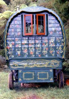 Bohemian Caravan by jannyshere