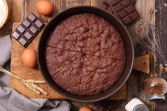 A franciák csokoládétortája nincsen túlbonyolítva, nem krémes, nem réteges, mégis elképesztően finom. Leginkább egy jó csokoládés brownie-ra hasonlít, csak éppen liszt nélkül készül.  A sok csokoládé és vaj ellenére a tészta nem nehéz, ugyanis liszt helyett őrölt mandula…