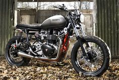 Spirit of the Seventies Triumph 904 Dirt Twin -a versatile and highly modified Triumph twin based on the 2005 Scrambler. Major frame and performance mods make the S6 one mean machine whether you're ripping around on backroads or trying to drive it up over a stonewall.