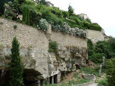 Gordes - jedna z nejkrásnějších vesnic Francie se pyšní i unikátním podzemím