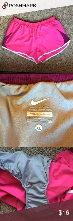 🏃🏽♀️Nike runner shorts size XL Great condition! Only small spot in front (as pictured). Inside liner is in great condition. Smoke free. Nike Shorts