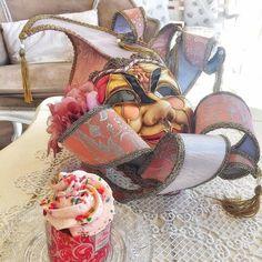 Saranno i colori gli scherzi i dolci...il fatto di potersi mascherare...non so... Ma a me il #carnevale piace. #buongiorno #lapatisserie #cupcakes