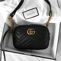 Find tips and tricks, amazing ideas for Gucci purses. Discover and try out new things about Gucci purses site Gucci Handbags, Luxury Handbags, Purses And Handbags, Gucci Bags, Designer Handbags, Gucci Purses, Designer Bags, Gucci Small Bag, Gucci Shoes