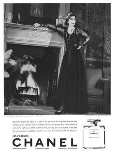 Gabrielle Coco Chanel gör reklam för Chanel nr. 5