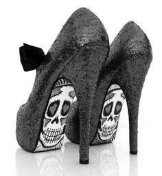 ahhhh yes...looks like something my daughter would wear. love these.