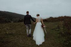 Betti is wearing the Dalma top and the Everlasting skirt on her wedding day. #bride #realbride #weddingdress #bridal #bridalgown #bohobride #indiebride #menyasszony #menyasszonyiruha #esküvőiruha