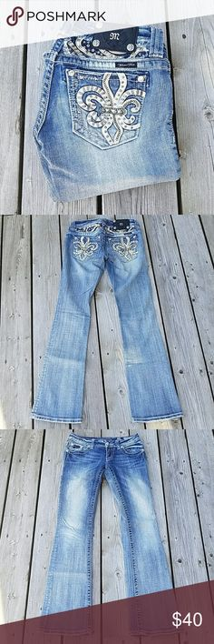 Used womens Miss Me jeans size 25 Used normal wear. Missing a stud on the tag Miss Me Jeans Boot Cut