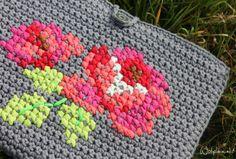 Cross Stitch over Crochet (in Deutch)