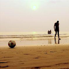 Futebol de areia.