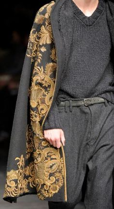 Dolce & Gabbana F/W 2014 Throughout the century both men and women usually wore capes outdoors.