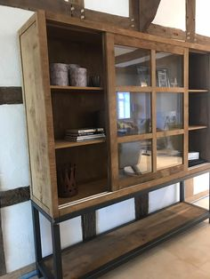 Clinton buffetkast met 2 grote schuifdeuren en stalen frame. Prachtige kast van oud hergebruikt hout met een zwart stalen frame onder. China Cabinet, Furniture Design, Sweet Home, Storage, Wood, Interior, Home Decor, Purse Storage, Crockery Cabinet