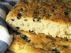 Focaccia aux olives, romarin et origan