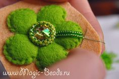 Кулон Анахата Embroidery 3d, Crystal Embroidery, Embroidery Designs, Beaded Brooch, Beaded Jewelry, Creative Textiles, Beading Tutorials, Needlework, Glass Beads