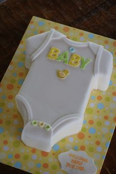 Custom cakes for any Karen & # 39 theme or event; s Bake . Custom cakes for any theme or event from Karen & # s Bakery in Old Folsom. Baby shower cake in rompers - Source by aricamother Torta Baby Shower, Baby Shower Pasta, Baby Boy Shower, Easy Baby Shower Cakes, Cakes For Baby Showers, Baby Shower Cupcakes Neutral, Baby Party, Baby Shower Parties, Baby Shower Themes
