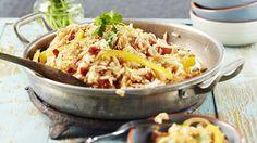 Paistettu riisi muistuttaa pyttipannua. Voit hyödyntää siihen ylijääneen riisin…