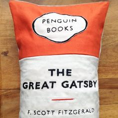 the great gatsby penguin Funky Cushions, Small Book, Penguin Classics, The Great Gatsby, Penguin Books, Scott Fitzgerald, Any Book, Penguins, Good Books