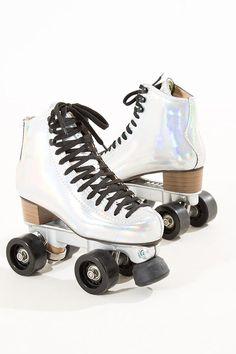 Anything iridescent works for me Roller Skate Shoes, Quad Roller Skates, Roller Disco, Roller Derby, Roller Skating, E Skate, Skate Girl, High Top Sneakers, High Heels