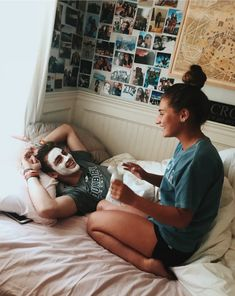 Can't stand the cold? Here are 17 creative and sweet winter date ideas that will spice things up. Cute Couples Photos, Cute Couple Pictures, Cute Couples Goals, Couple Pics, Couple Stuff, Cute Things Couples Do, Bucket List For Couples, Couple Goals Bucket Lists, Couple Goals Teenagers Pictures