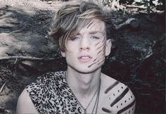 Tristan Evans-The Vamps - Oh Cecilia (Breaking My Heart) Indie Pop Bands, Bradley The Vamps, Artsy Background, British Boys, Dear Future Husband, Another World, My Heart Is Breaking, Liam Payne, Hot Boys