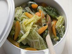 Wirsing-Karotten-Eintopf ist ein Rezept mit frischen Zutaten aus der Kategorie Eintöpfe. Probieren Sie dieses und weitere Rezepte von EAT SMARTER!