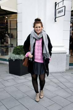 Winterlook Outfit black coat pink pullover sweater Hamburg Streetstyle Fashionblog