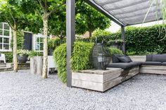 Annemieke toont haar tuin: fashionable, minimalistic and Scandinavian – Stek Woon & Life-style Journal You might be in the fitting place about Beaute Artwork aesthetic. Pergola Garden, Deck With Pergola, Pergola Plans, Metal Pergola, Backyard, Pergola Ideas, Wooden Pergola, Pergola Designs, Pergola Kits