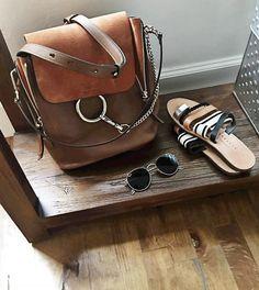 """La version """"sac à dos"""" du Faye confirme la capacité de Chloé à enchaîner les """"it"""" bags (photo Audrey Lombard)"""