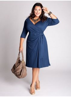 """Pretty plus-size dress, """"Isobel Dress""""- Love the sleeve and the structure that draws attention to an hour glass shape but not too much to the tummy itself! Designer Plus Size Clothing, Plus Size Designers, Designer Dresses, Curvy Fashion, Plus Size Fashion, Girl Fashion, Womens Fashion, Fashion Design, Look Plus Size"""