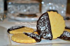 #Biscotti al #burro, glassati al #cioccolato fondente e #cocco Butter cookies, glazed with dark chocolate and coconut #biscuits, #easy, #fast, #sweet, #delicious #recipe #yummy #foodgasm